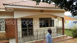 Standard 2 bedroom house for rent in Kisaasi at 500k