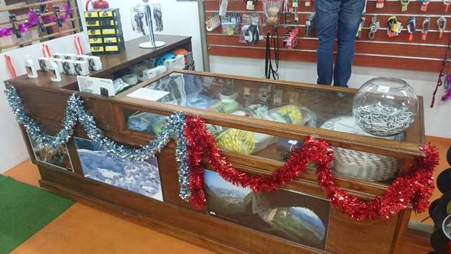 L-Shape retail display counter with 4 doors and additional pack space Centurion - image 2