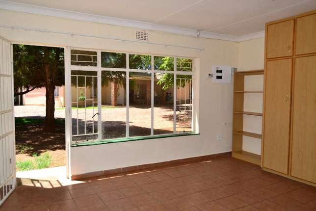 Bachelor's to rent 1.5km from University for students Potchefstroom - image 4