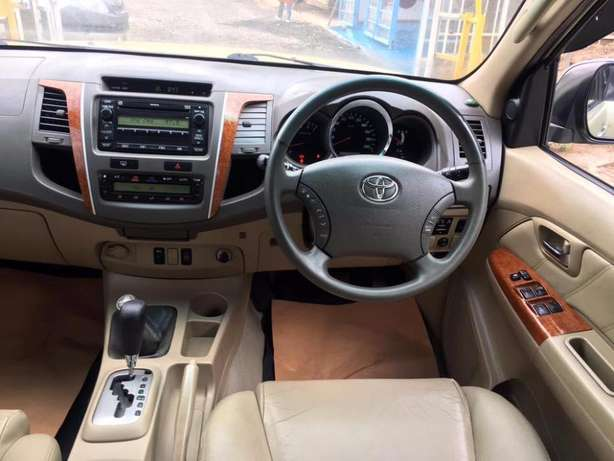 Toyota Fortuner 2004 For Quick Sale Asking Price 2,100,000/= o.n.o Lavington - image 7