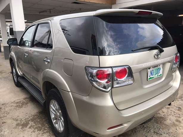 2012 reg fortuner..first body Lagos Mainland - image 3