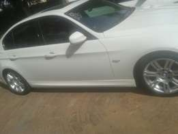 Urgent selling bmw msport 320i 6 speed with sun roof every thing is wo