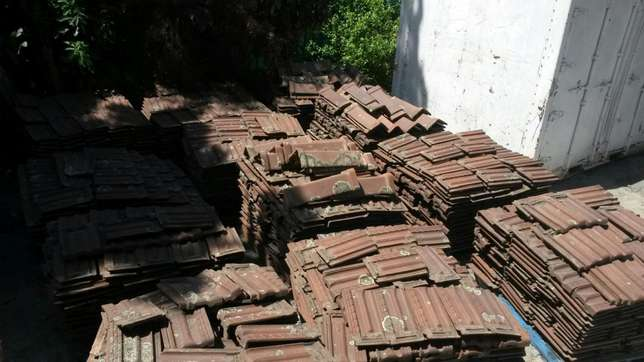 Marseilles roof tiles and ridging, plus minus 4000 available Moore Road - image 4