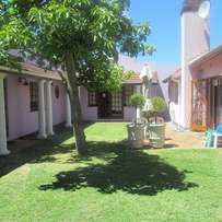PINELANDS - Fully Furn. Stunning Town House Apartment