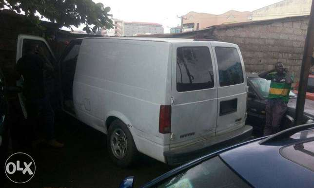 Neatly used GMC safari bus Ikeja - image 4
