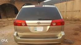 Clean Toyota Sienna XLE 2006 with DVD for Passengers' entertainment