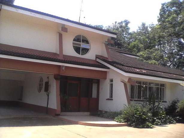 An outstanding 5 bedroom house for rent in Runda Hurlingham - image 1