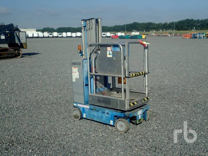Genie GR20 Electric Vertical Manlift - 2009