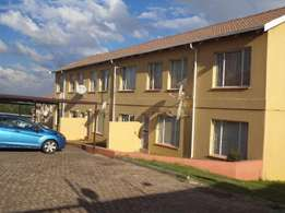 2 Bedroom flat for sharing in a secured complex in Roodeport
