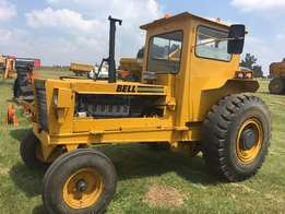 BELL 1206 Tow Tractor