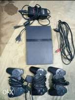 Sony Playstation 2 (PS2) Slim + AV CHORD, ADAPTER AND 5 FREE CDS.