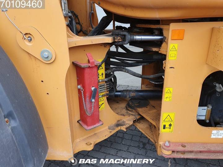 Case IH 821E Bucket and forks - 2007 - image 10