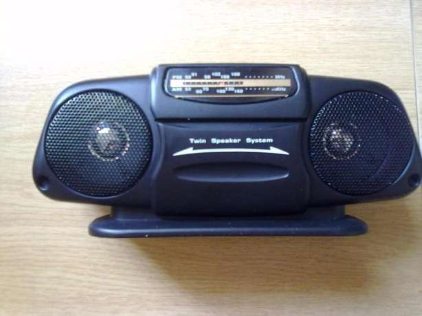 Portable am fm radio and Third hand tool with magnifying glass Faerie Glen - image 2