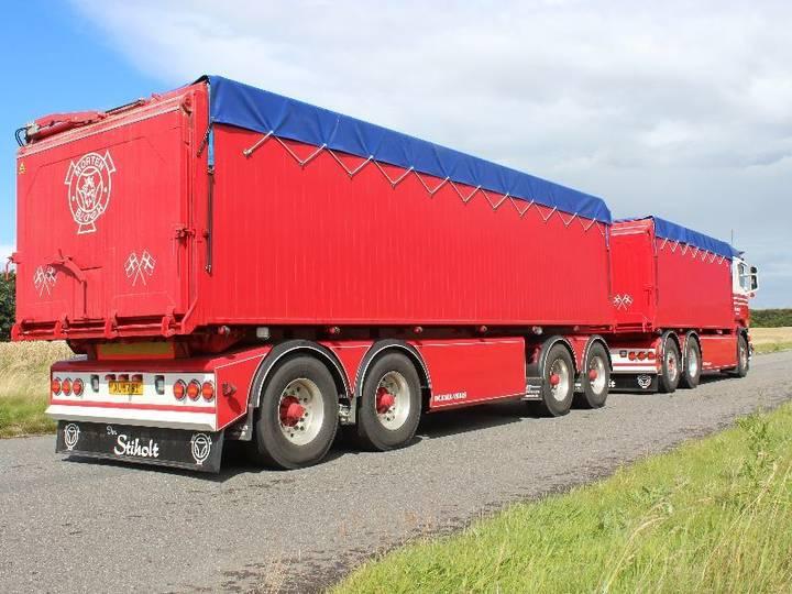 AMT AT600 dump trailer