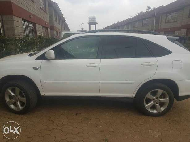 Clean well maintained lexus on quick sale Nairobi CBD - image 5