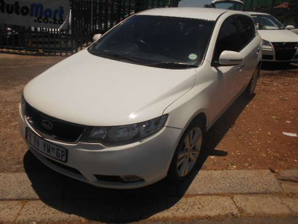 Kia Cerato 2.0, 2011 model, White in color for sale Johannesburg - image 4