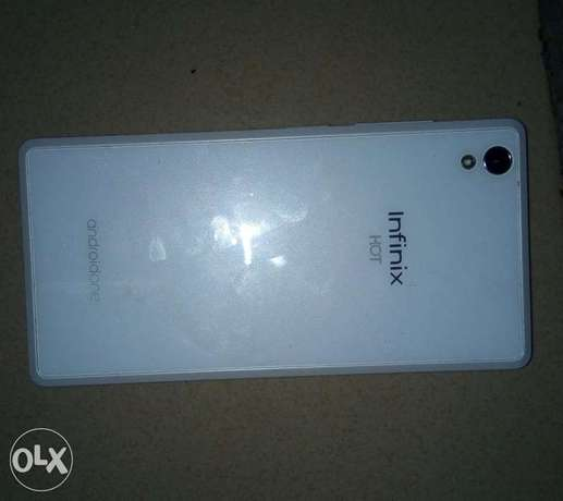 White Infinix hot 2 Ibadan Central - image 1