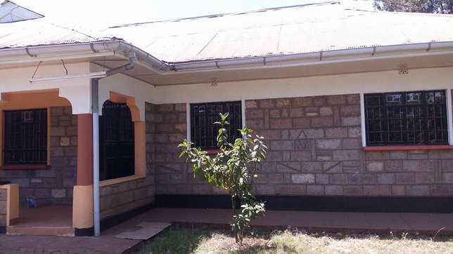 A well located 3 bedroom bungalow ideal for an office space Garden - image 4