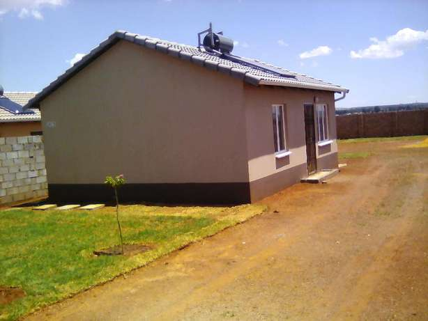 Two bedroom house for rental in Protea Glen Ext 31, R3600 available Protea Glen - image 3