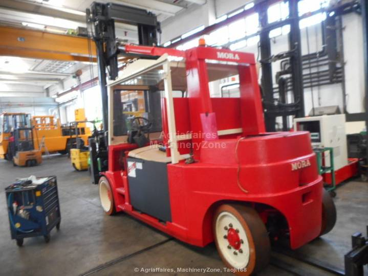 Mora EP160R container handler - 2004