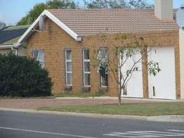 Robyn Rd:*BIG PRICE DROP *Spacious 2 Bed House Available 1st of May