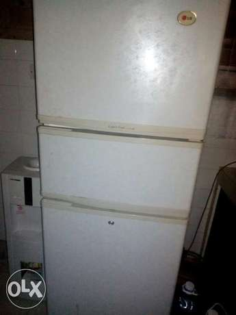 Lg fridge in perfect working condition Nyali - image 4