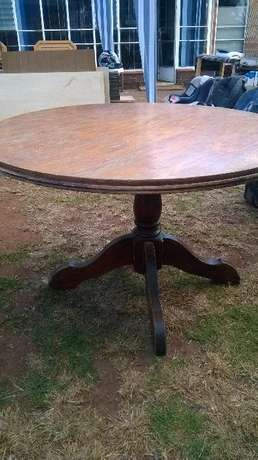 Solid wood Dining Round table Roodepoort - image 1