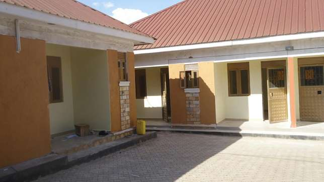 Double room self contained in bweyogerere bbuto at 350k Kampala - image 2