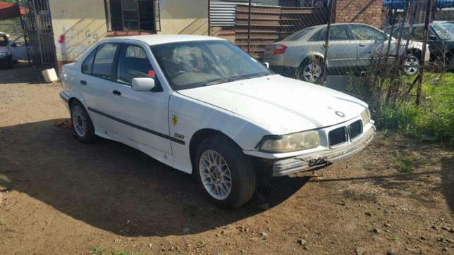 Bmw E36 stripping for spares and parts for sale Pretoria West - image 5