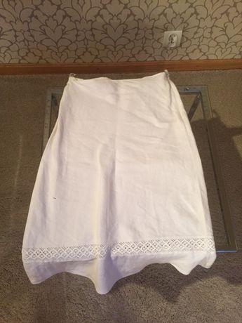 Biała, lniana spódnica midi na gumce ze zdobnymi zatrzaskami