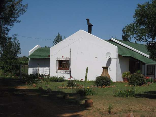 Large secure 3 Bedroom House with mod cottage in Fruit Farms Midvaal - image 2