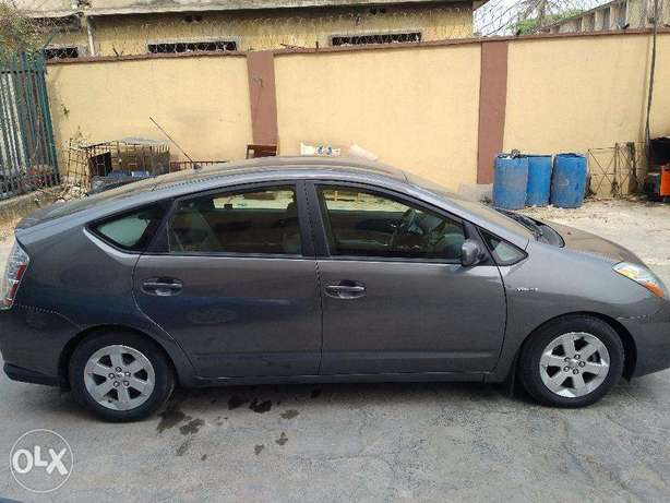 Toyota Prius Full Options in Excellent condition Lagos Mainland - image 3