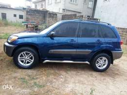 Neatly used Toyota rav4