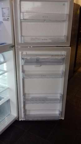 393L Super White Top Freezer/Fridge Randburg - image 6