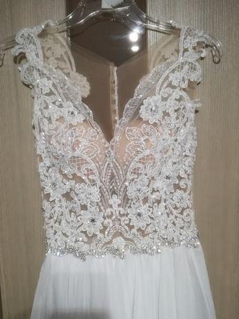 fd9f43932f Piękna koronkowa suknia ślubna z muślinowym dołem Lubin - image 5