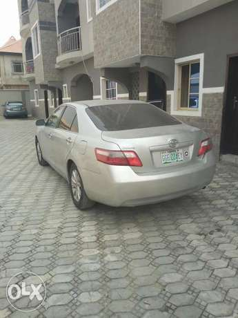 Toyota Camry silver color for sale Aja - image 2
