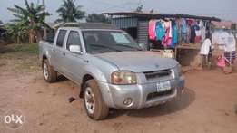 Nissan Frontier Pick up With Auxiliarie Leather