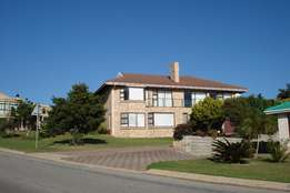 Lovely home with permanent sea views in Jeffreys Bay!