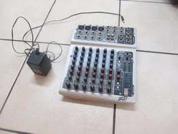 Peavy PV8 Mixer A DJ Equipment Musical Instruments in Good Condition