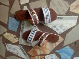 Matured Burberry flat slippers