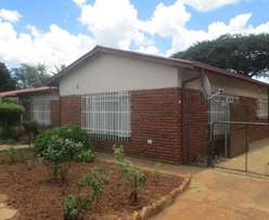 Investors dream! 2 Houses, 1 Stand! REDUCED!!!