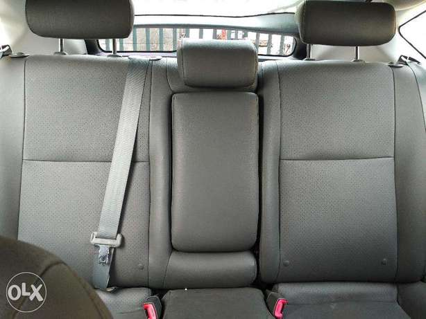 Toyota Prius Full Options in Excellent condition Lagos Mainland - image 8