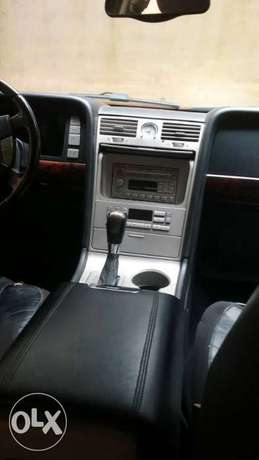 Clean Lincoln Navigator 2003 black Lagos Mainland - image 2