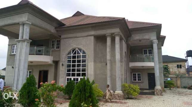 Duplex for sale Benin City - image 7