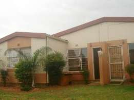 Ridgeway Leopard Rock 3bedroomed simplex unit to let for R5500 garden