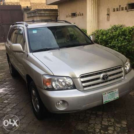 Few months used Toyota Highlander 3seater for grabs Amuwo Odofin - image 2