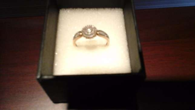 9ct yellow gold Cluster Diamond ring for sale Pretoria East - image 8