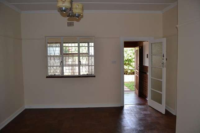 3 bedroom house with granny flat in West-end West End - image 3