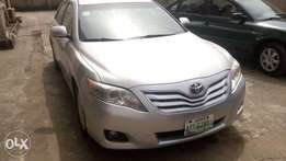 Extremely Clean 010 Toyota Camry with rev camera & Navigation