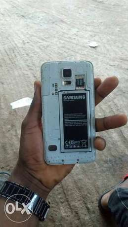 Mint galaxy s5 at affordable price Alimosho - image 3